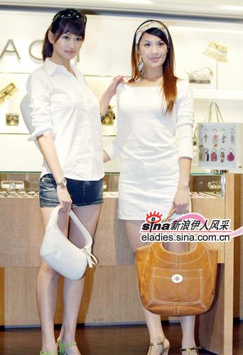 包包和白色调衣服的搭配