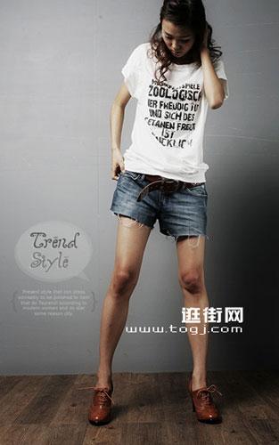 今夏流行的短裤t恤搭配