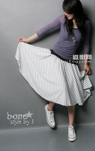 条纹及膝裙的搭配