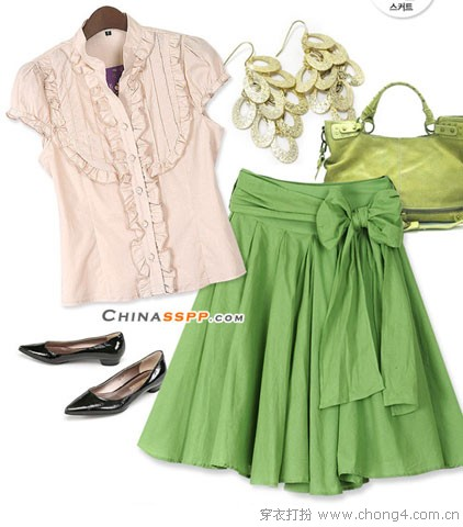 衬衫和A字裙的色彩搭配