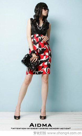 今年流行的及膝连衣裙