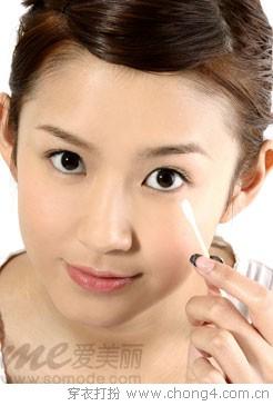 妮薇雅与你一同分享正确的卸眼妆方法 - 妮薇雅 - 美容美发化妆培训学校
