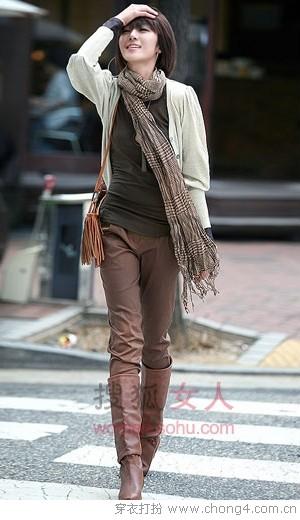 简单实用的长裤长靴搭配