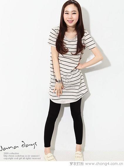 条纹长T恤和Legging的搭配方法
