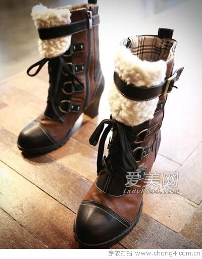 如何搭配绑带短靴