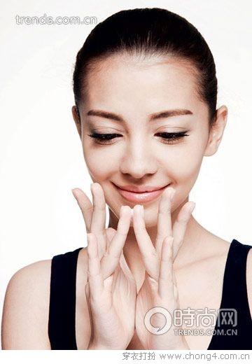 眼霜怎么抹效果好 - 妮薇雅 - 美容美发化妆培训学校