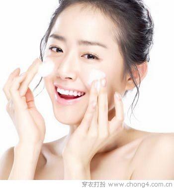 保湿是关键 20-30岁女人的肌肤保养