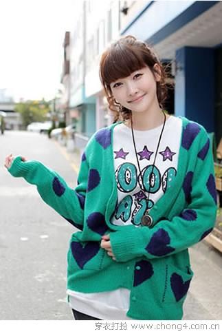 简单毛衫打造甜美女孩装