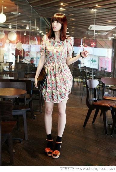 精致耐看简单款连衣裙