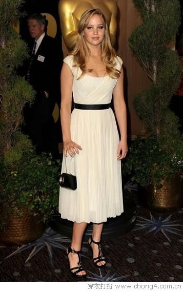 白裙风潮席卷时尚界