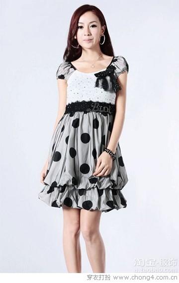 经典永恒黑白色调连衣裙