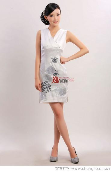 古色古香旗袍服饰