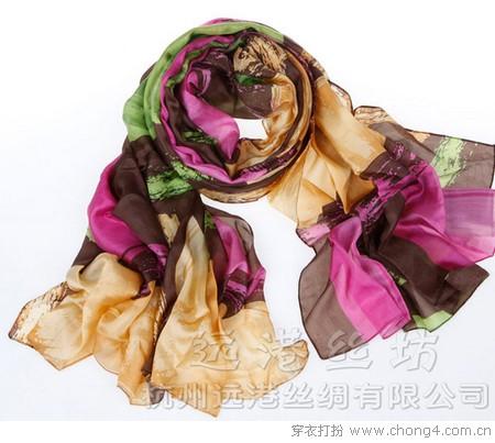五彩围巾 让玉颈间繁花似锦