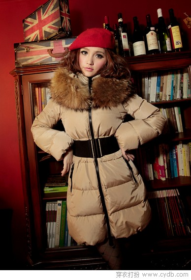 隆冬毛领热 时尚又保暖