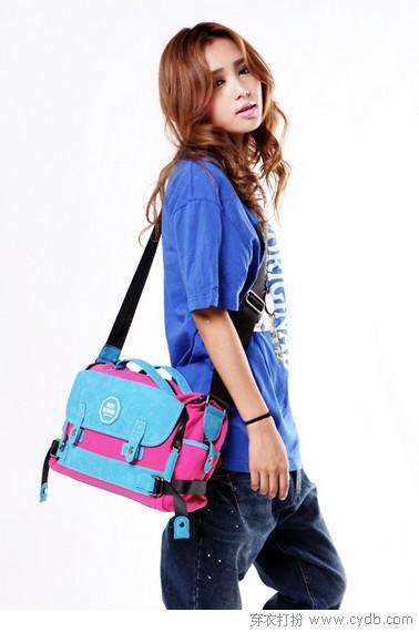 蓝色包包服装搭配