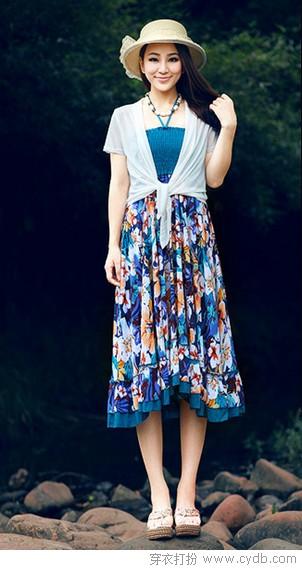 吊带裙加披肩 跨季完美搭配