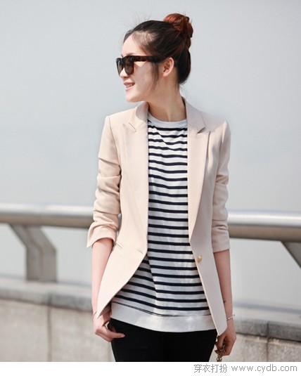 里购买--米色修身小西装 ←-添加一件小西装,为你抵御寒冷