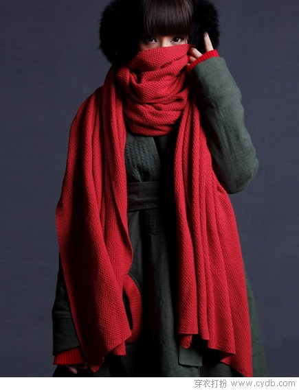怀旧红色单品 新时髦女人味