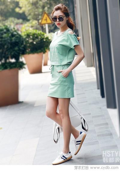 教你连衣裙怎么搭配<a style='top:0px;' href=/article/tag/k/%25E9%259E%258B%25E5%25AD%2590.html target=_blank ><strong style='color:red;top:0px;'>鞋子</strong></a>