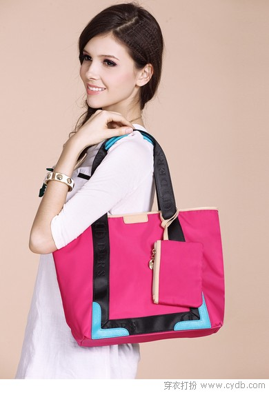 能<a href=/?m=search&a=index&k=%E8%A3%85%E4%B8%8B target=_blank ><b style=color:red>装下</b></a>A4纸的包包