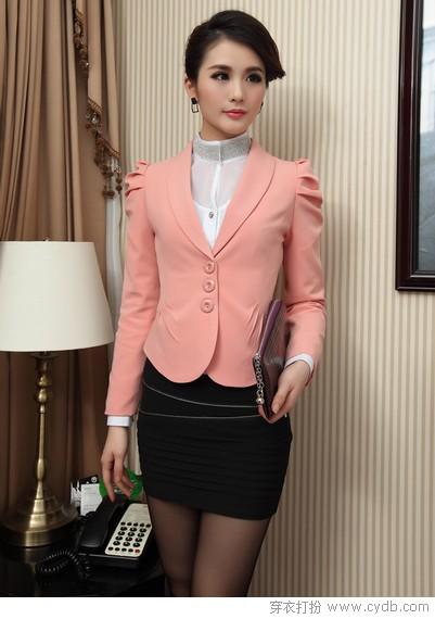 粉色西服搭配图片