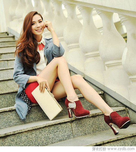<a style='top:0px;' href=/index.php?m=article&a=tag&k=%E7%A7%8B%E5%A4%A9 target=_blank ><strong style='color:red;top:0px;'>秋天</strong></a>到 职场丽人爱踝靴