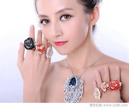 &#23884;&#22312;<a style='top:0px;' href=/article/tag/k/%25E8%25A1%25A3%25E8%25A5%259F.html target=_blank ><strong style='color:red;top:0px;'>&#34915;&#35167;</strong></a>&#19978;&#30340;&#32654;