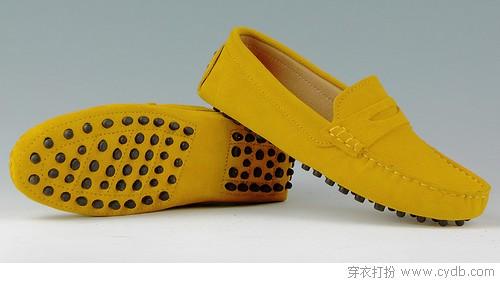 日常穿鞋选平底 轻便舒适显活力