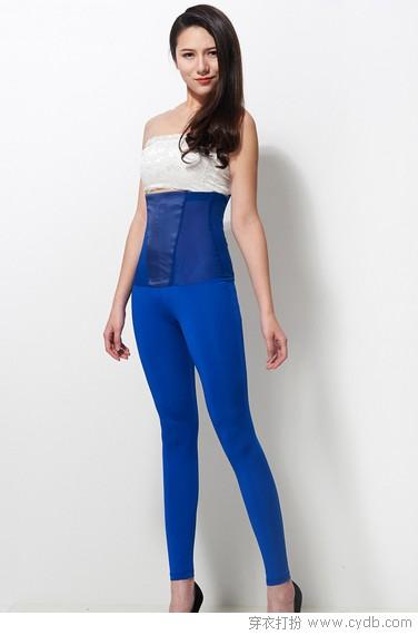 深蓝色裤子搭配女