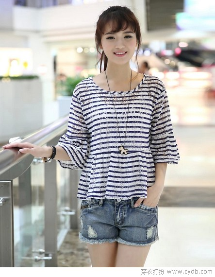 <a style='top:0px;' href=/article-tag-k-%25E7%25A9%25BF%25E6%25A2%25AD.html target=_blank ><strong style='color:red;top:0px;'>穿梭</strong></a>在<a style='top:0px;' href=/article-tag-k-%25E6%2597%25B6%25E5%2585%2589.html target=_blank ><strong style='color:red;top:0px;'>时光</strong></a>里的<a style='top:0px;' href=/article-tag-k-%25E7%259F%25AD%25E8%25A2%2596.html target=_blank ><strong style='color:red;top:0px;'>短袖</strong></a>T