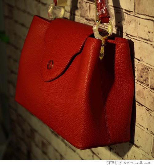 也许你需要一个红色的包包