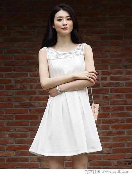 穿着素白裙子的姑娘