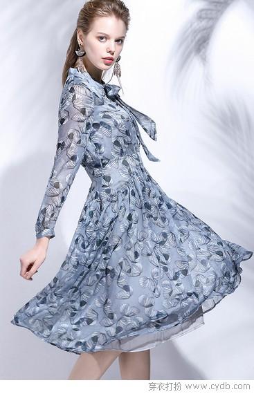 低调且招摇的连衣裙