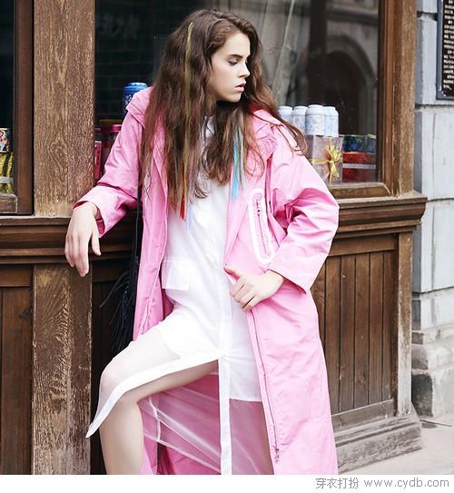 浅色系的温柔梦境,粉色外套最撩人心