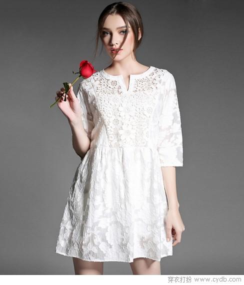 春色美如画,小白裙犹如画中仙
