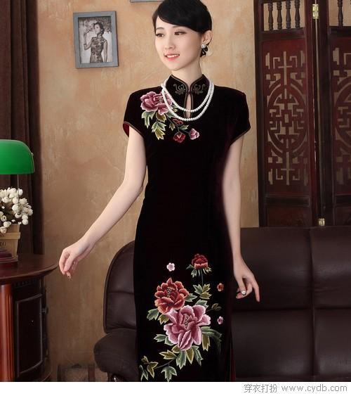 旗袍的美在韵味在气质也在这姣好的身材,掐细小蛮腰去迎接属于你的