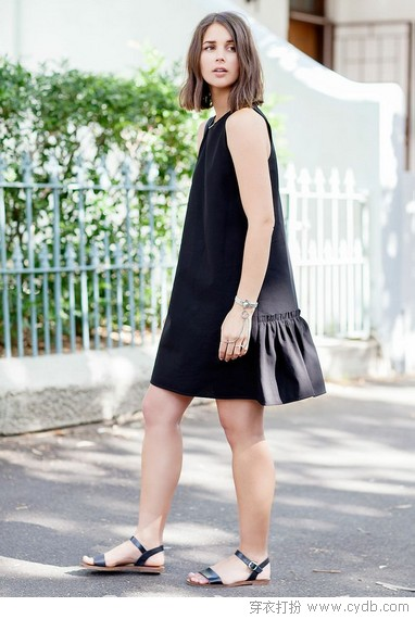 小黑裙夏天这样穿,清凉显瘦可以兼得