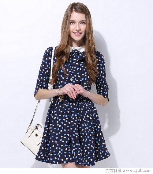 印花连衣裙保证你貌美如花