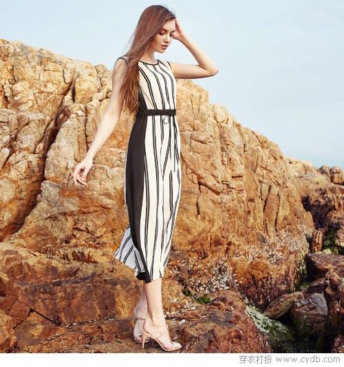 夏日穿什么?时尚街头揭晓答案:连衣裙