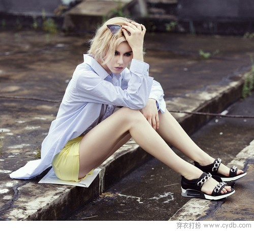 摆脱高跟的束缚 平底凉鞋的浪漫一夏