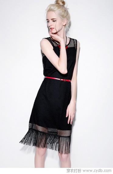 显瘦又时髦 小黑裙就是这么傲娇
