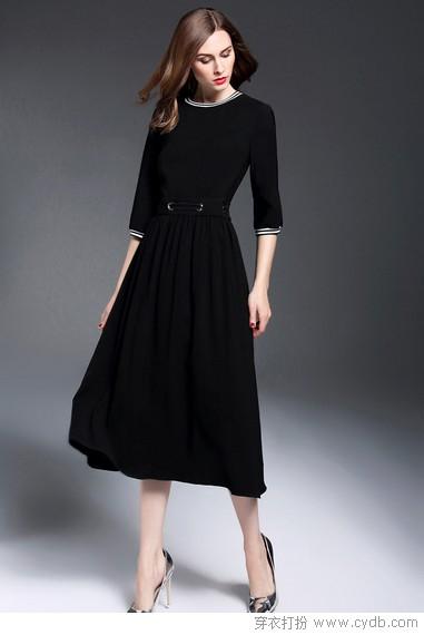 工作日+连衣裙,这组合自带美颜滤镜