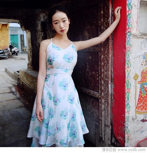 吊带裙的优雅 源自简单的灵魂