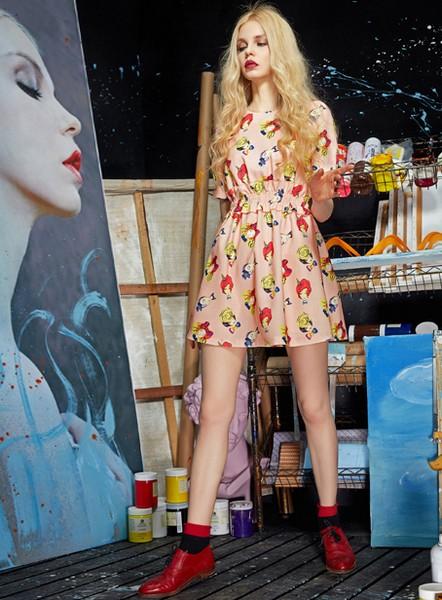 夏日度假穿什么,印花连衣裙最合适