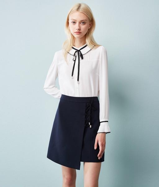 点击这里购买——百褶系带喇叭袖衬衫