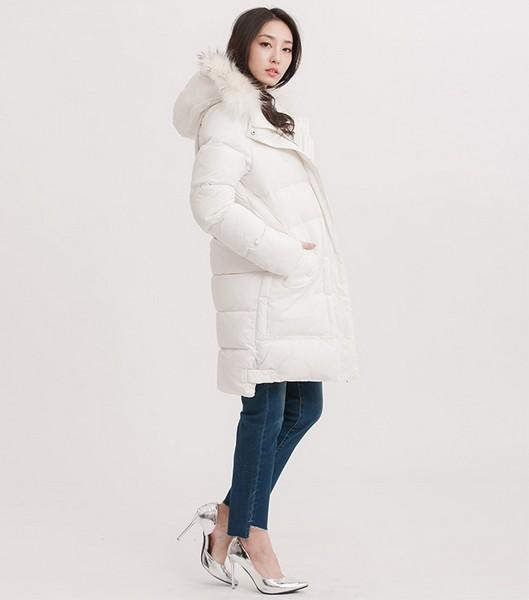 下雪天 白色和羽绒服更配哦