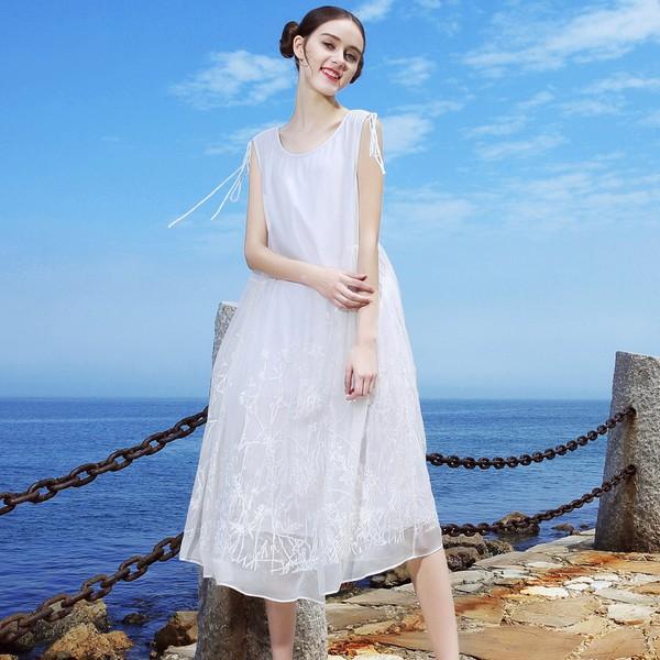 高贵优雅魅力难挡,丝缎衣裙美到发光