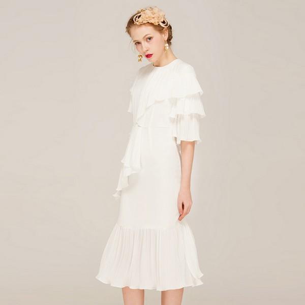 着一袭华丽的裙,扑进夏天的怀抱里
