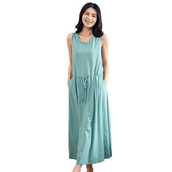 少即是多,纯色连衣裙演绎软妹风
