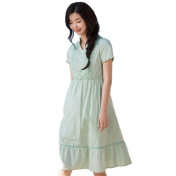冰爽解暑,浅绿色连衣裙回归清新自然